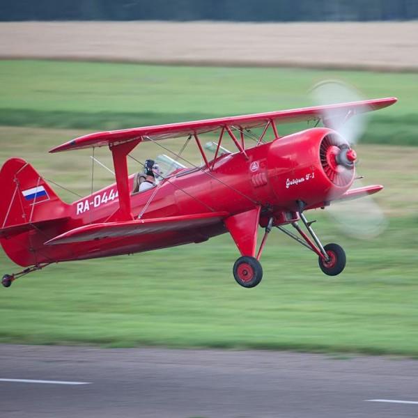 4.Взлет самолета Ф-1 Фаворит.