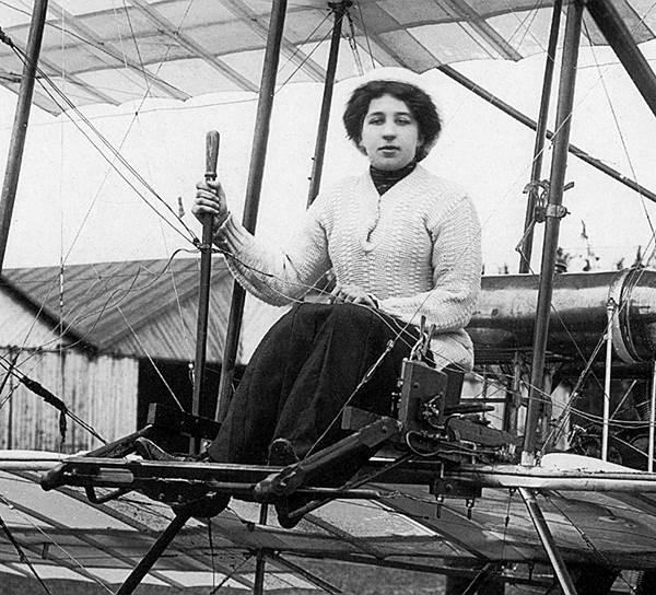 5.Лидия Виссарионовна перед полётом на аэроплане Фарман-4. 1911 год