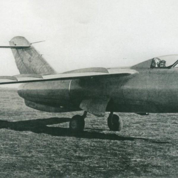1.Опытный истребитель Ла-176.