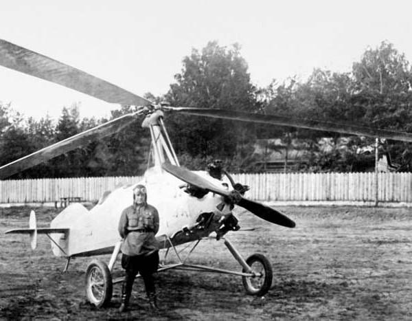2.Летчик-испытатель А.Д.Кошиц у автожира А-14.