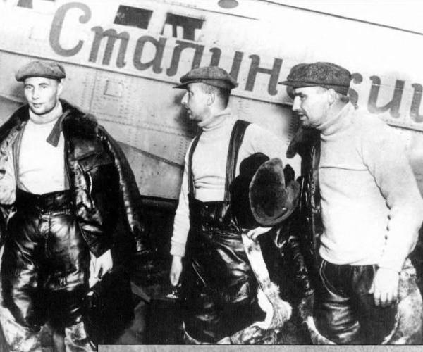 3.А.В.Беляков, Г.Ф.Байдуков, В.П.Чкалов после посадки а Америке.