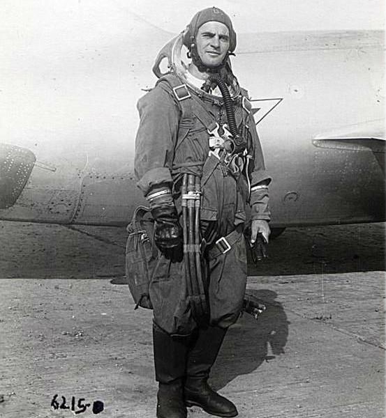 3.Ю.А.Гарнаев в высотном скафандре ВСС-04. ЛИИ 1952 г.