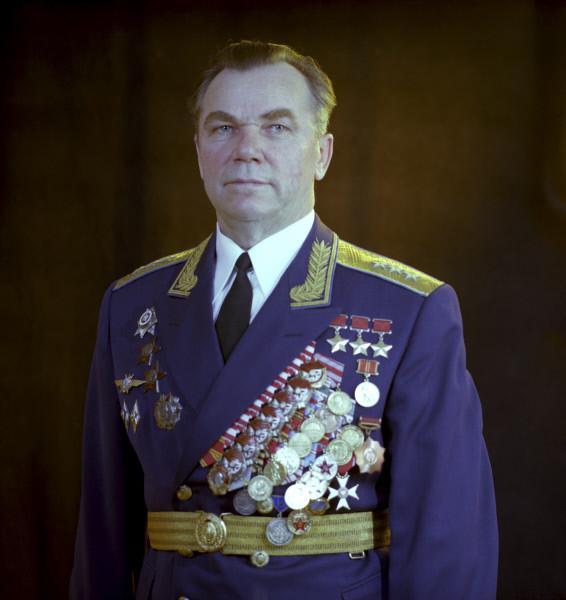 7.Ген.-п-к авиации, трижды Герой СССР Иван Никитович Кожедуб. 1980 г.