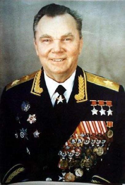 8.Маршал авиации, трижды Герой Советского Союза И.Н.Кожедуб. 1985 г.