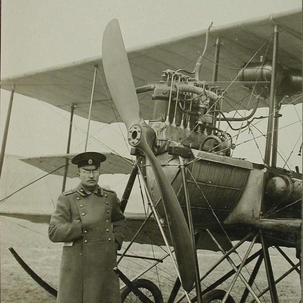 Г.В.Алехнович у самолета Гаккель VII.