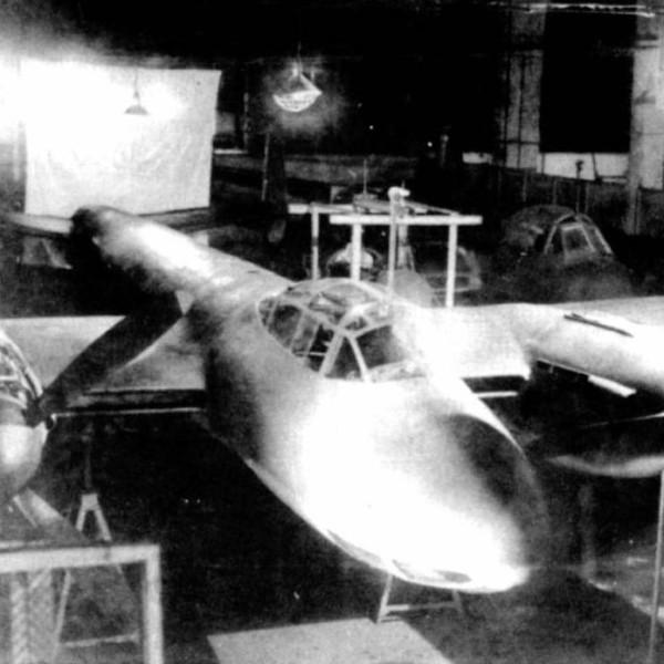 1.ДБ-108 в сборочном цехе.