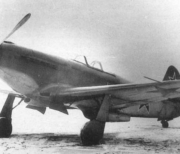 1.Истребитель Як-3ПД.