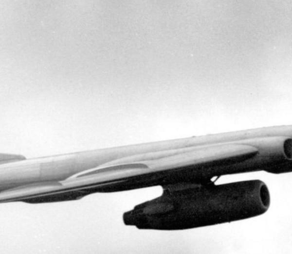 2.Ту-16ЛЛ в полете.