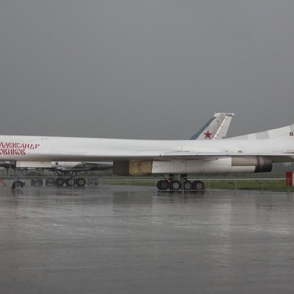 6а.Ту-160 на стоянке.