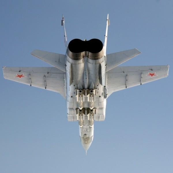 7.Ракеты Р-33 под фюзеляжем МиГ-31.