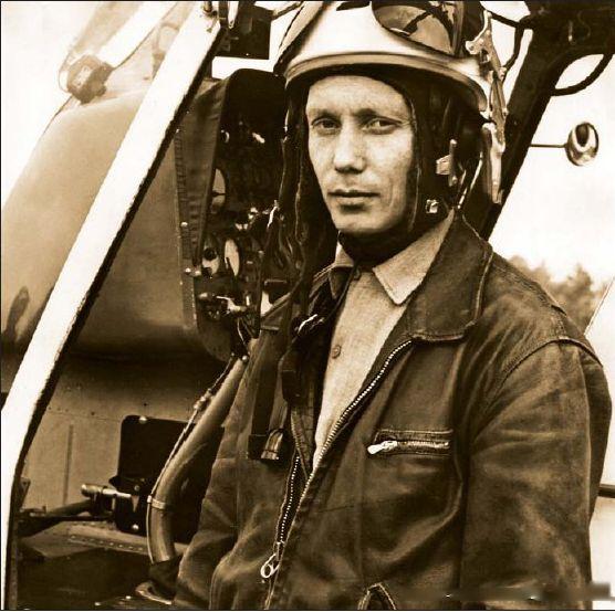 Летчик-испытатель Е.И.Ларюшин.