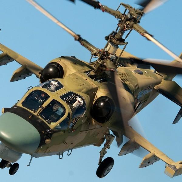 2в.Ка-52 в боевом развороте.