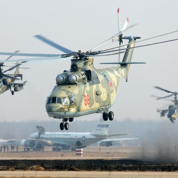 7.Пара Ка-52 сопровождает Ми-26.