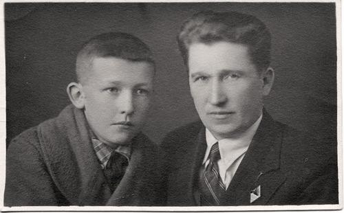 Игнатий Александрович Валентей с сыном Дмитрием. 1935 г.