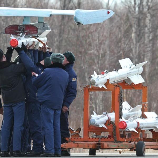 Подвеска ракет Р-73Э.