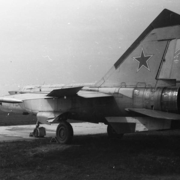 МиГ-25М борт № 710.