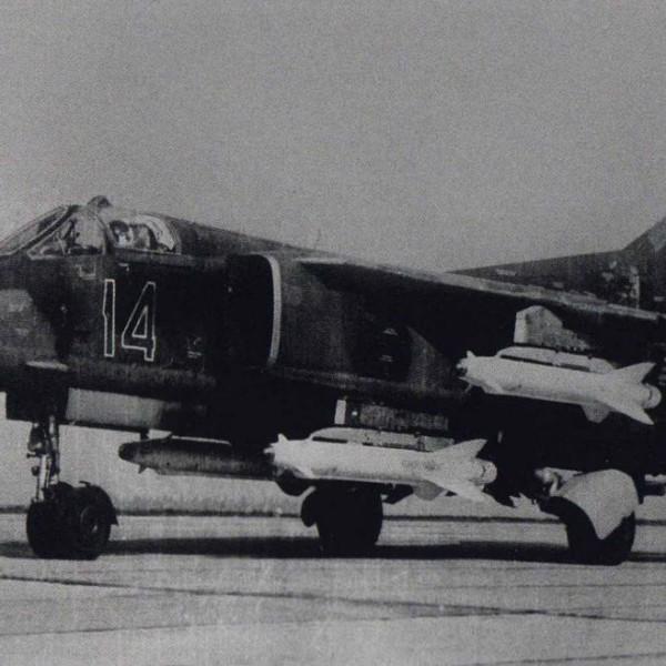 3.МиГ-27К (МиГ-23БК) с четырьмя ракетами Х-25.