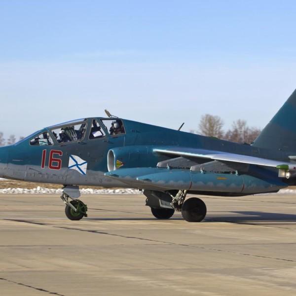 Су-25УТГ на рулежке.