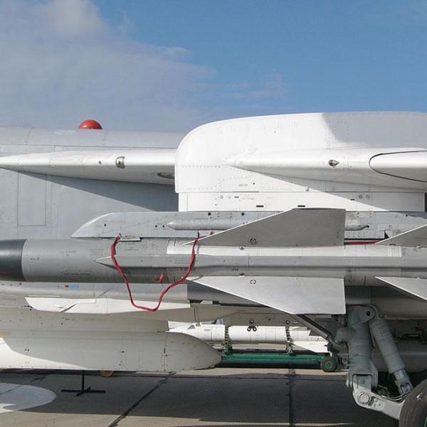 7.Ракета Х-58У под крылом Су-24М.