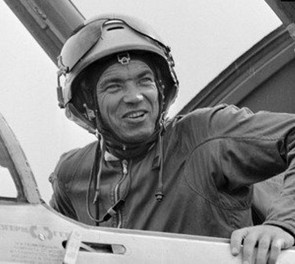Петр Остапенко в кабине МиГ-23ПД.