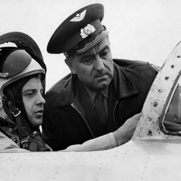 В.Н.Кондауров в кабине перед полетом.