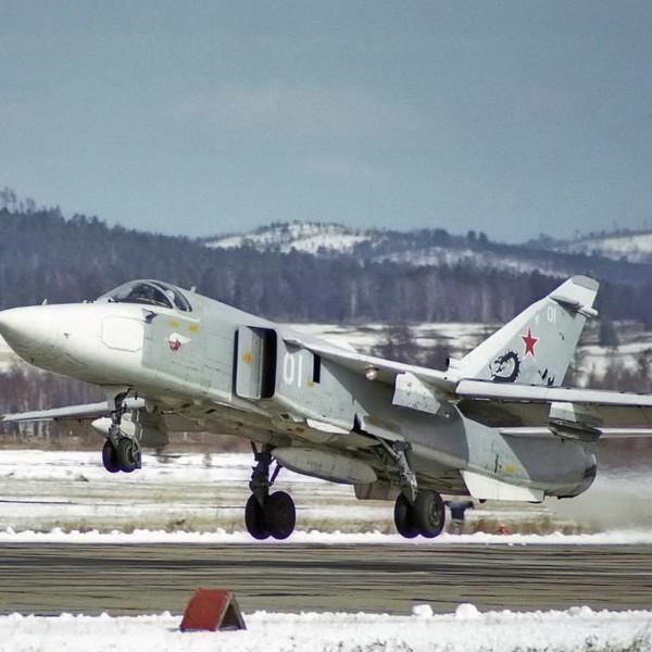Су-24МР на взлете.