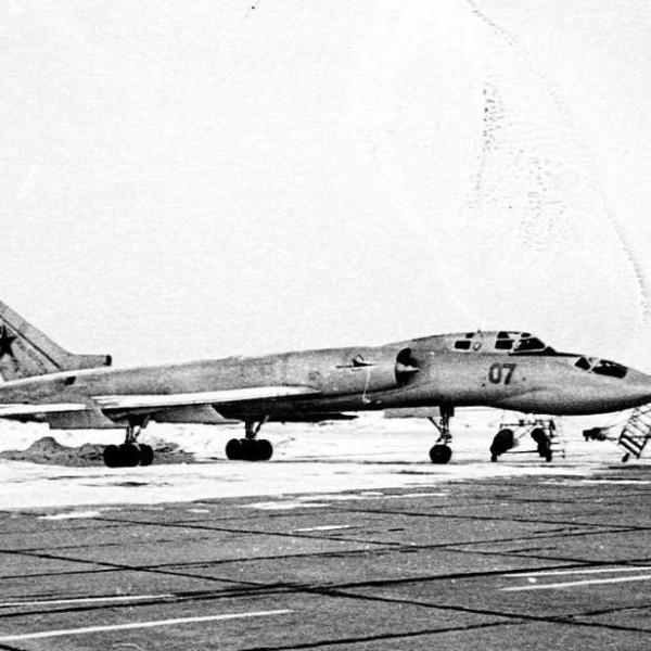 Ту-128УТ на стоянке.
