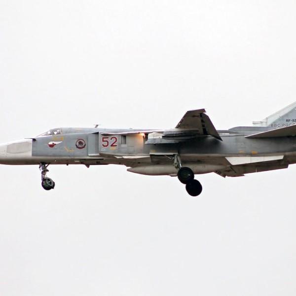 Су-24МР заходит на посадку.