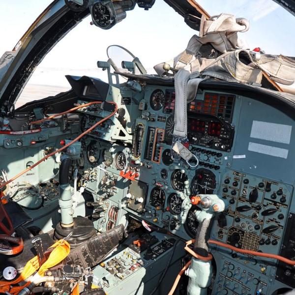 25.Кабина Су-24МР.