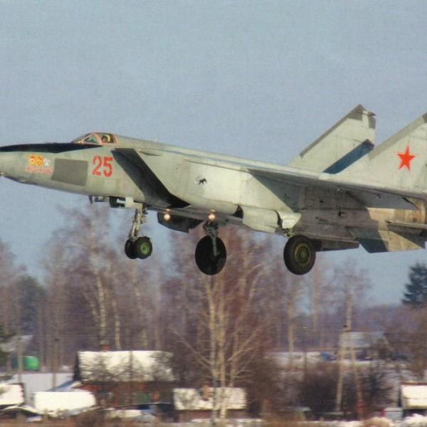 МиГ-25РБШ заходит на посадку.