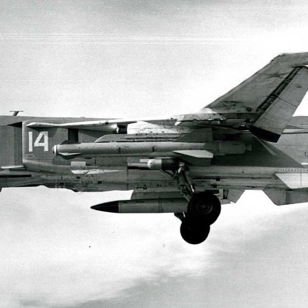 Ракета Х-59М под крылом Су-24М.