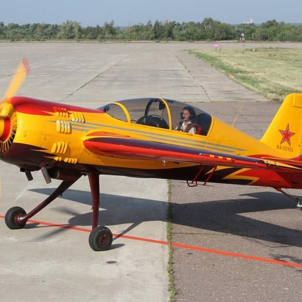 yak-54-na-rulezhke