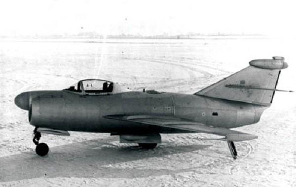 pilotiruemyj-samolet-analog-k-1