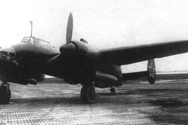 samolet-razvedchik-tu-6